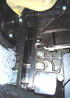 Очищаем посадочную камеру, ставим новый фильтр